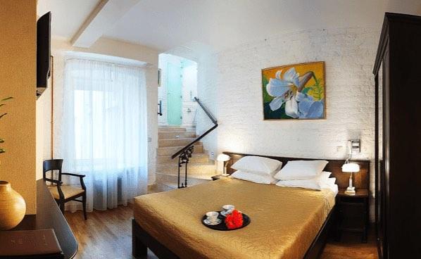 rossi hotel 4