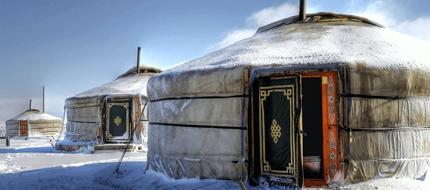 winter_mongolia_steppe_gers
